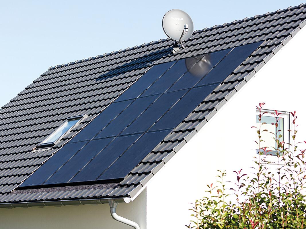 Das neue dachintegrierte Photovoltaik-System von Creaton bildet eine ästhetische Einheit mit der Dacheindeckung.